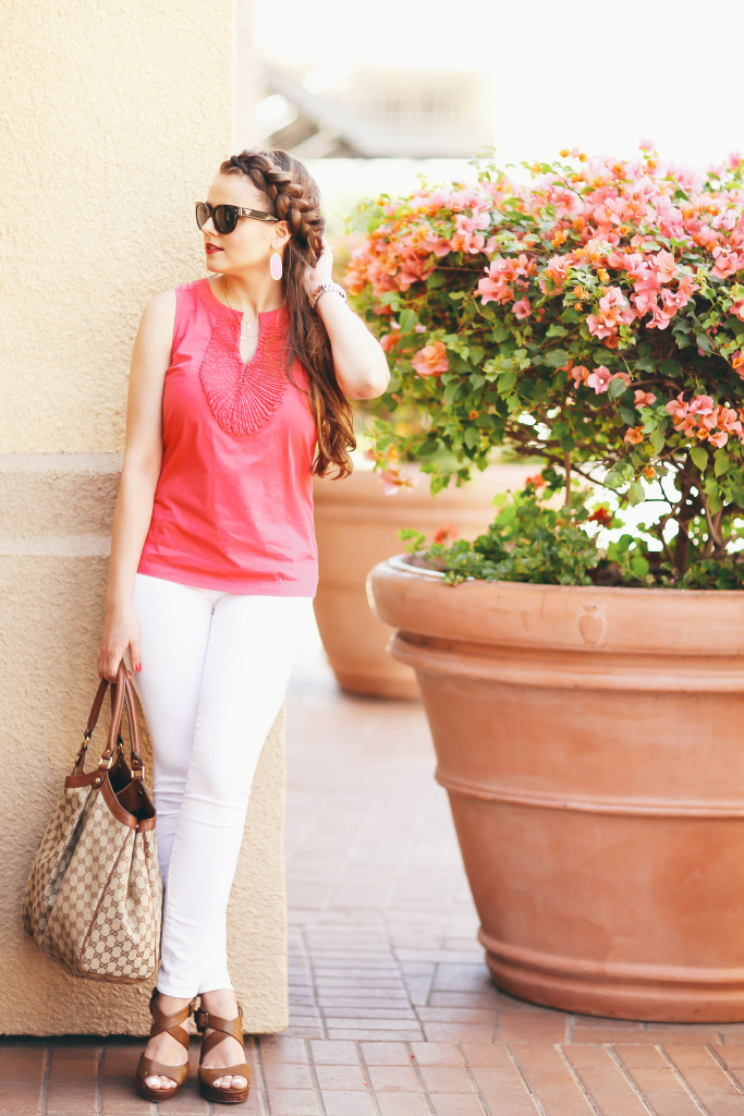 bond_girl_glam_summer_outfit_pink_top_white_skinny_jeans_gucci_sukey_bag_braid_prada_sunglasses3-683x1024