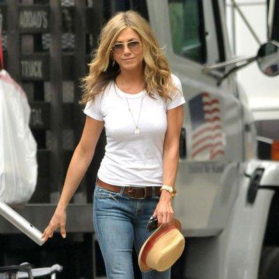 Jennifer-Aniston-Street-Style