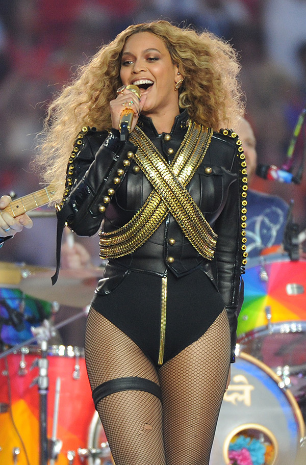 beyonce-steals-super-bowl-half-time-show-watch-ftr