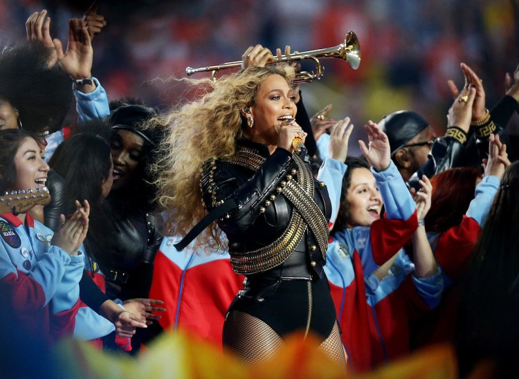 Beyonce-Super-Bowl-50-Pictures-3