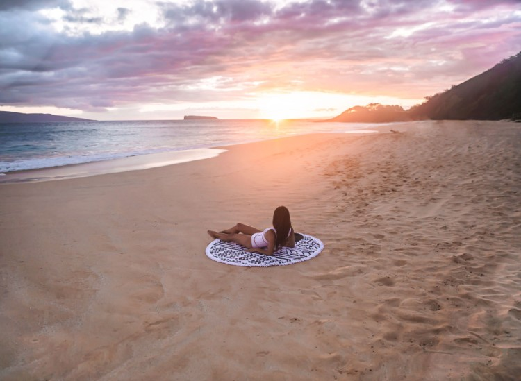 Maui_Beach-People-Towel-Lying-Down-WEB-940x689