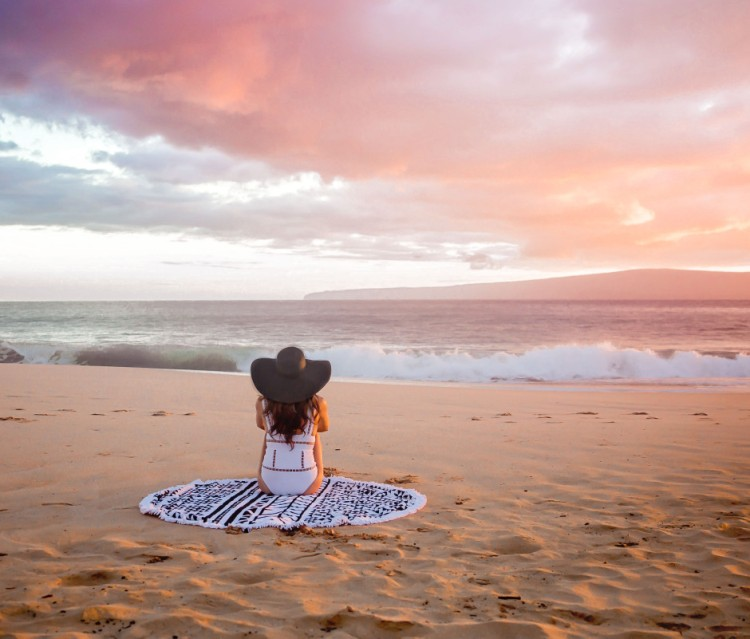 Maui_Zimmerman-Watching-Sunset-Sitting-WEB-940x801
