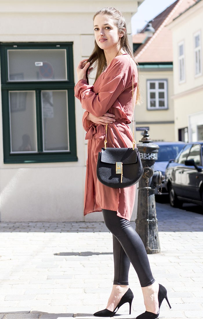 sheer-trench-coat-outfit-of-the-day-frühlingsoutfit-in-wien