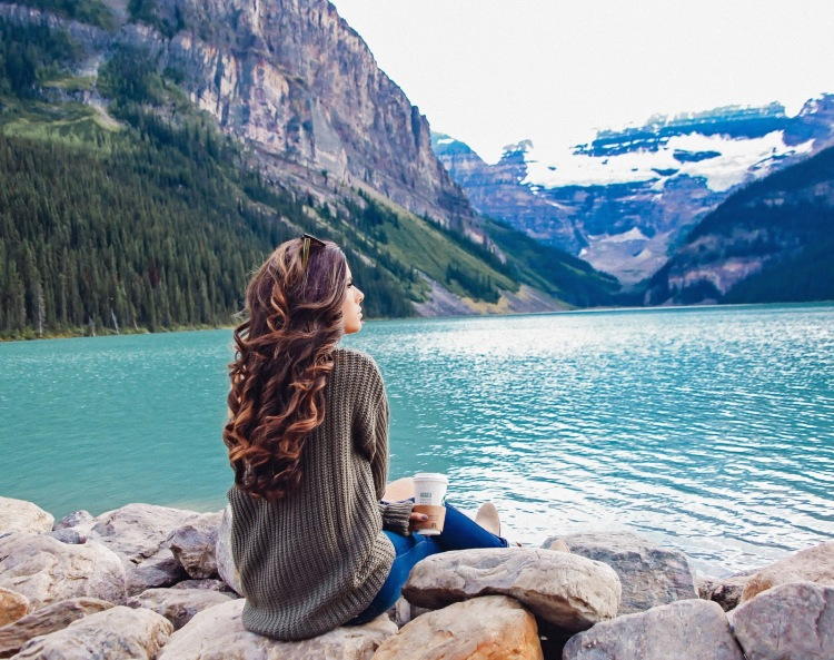 the sweetest thing blog, emily gemma, travel blogger, travel blog BANFF lake louise, Lake louise fairmont Chateau,  photos from Lake louise, where to stay banff, North face womens vest, Zella black leggings, Nike roshe shoes women blue-8