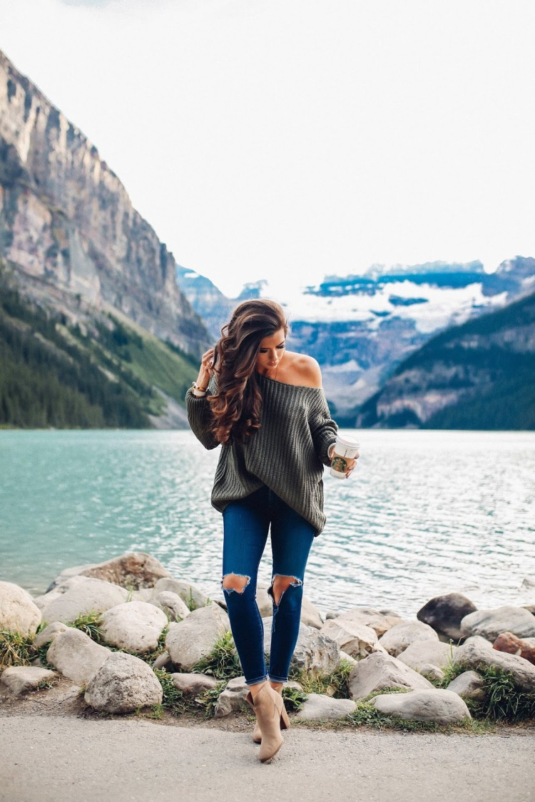 the sweetest thing blog, emily gemma, travel blogger, travel blog BANFF lake louise, Lake louise fairmont Chateau,  photos from Lake louise, where to stay banff, North face womens vest, Zella black leggings, Nike roshe shoes women blue