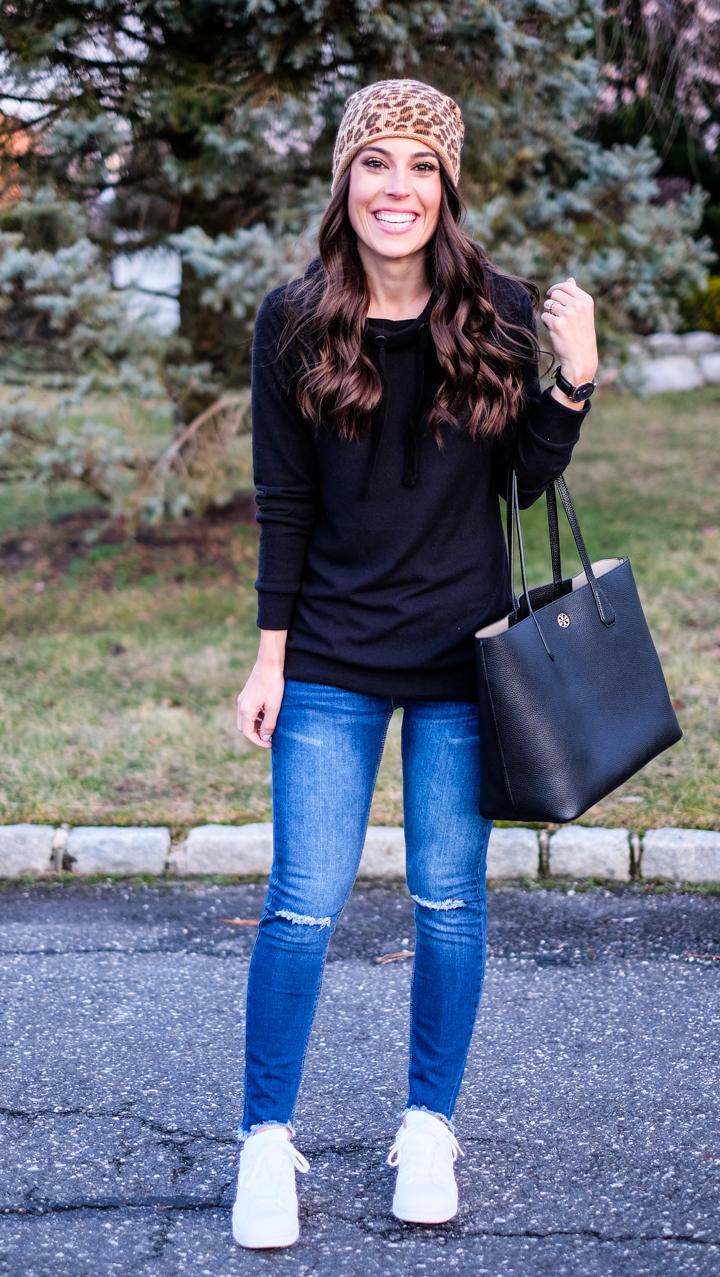 black-hoodie-outfit